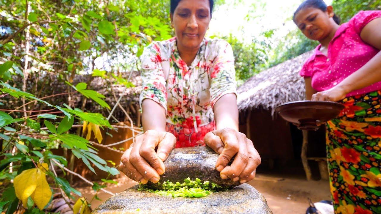Food in Sri Lanka – BEST COCONUT CHILI SAMBAL in Sigiriya, Sri Lanka!