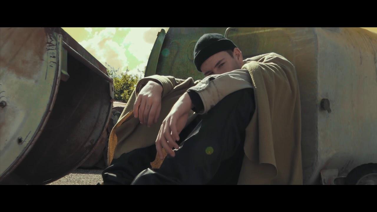 MC Loma e as Gêmeas Lacração e Calice – Ela Me Usa e Abusa (Official Video)