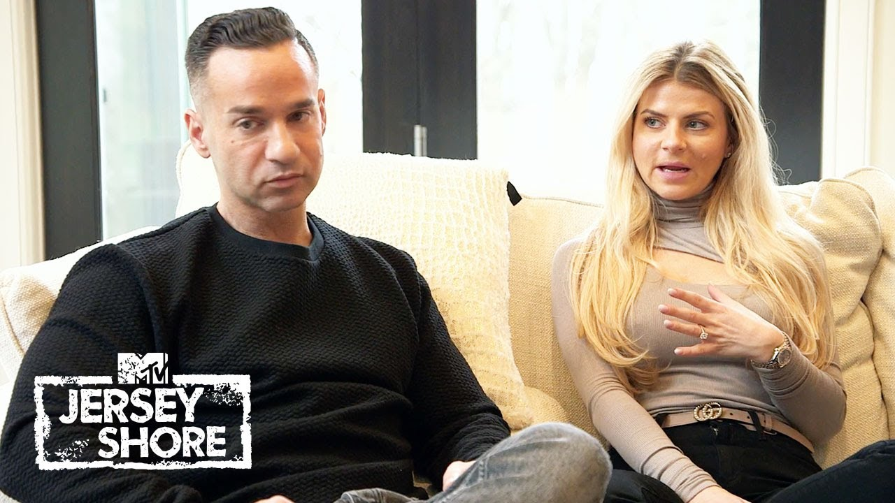 Mike & Laurens Reveal Heartbreaking News to the Roomies | Jersey Shore: Family Vacation