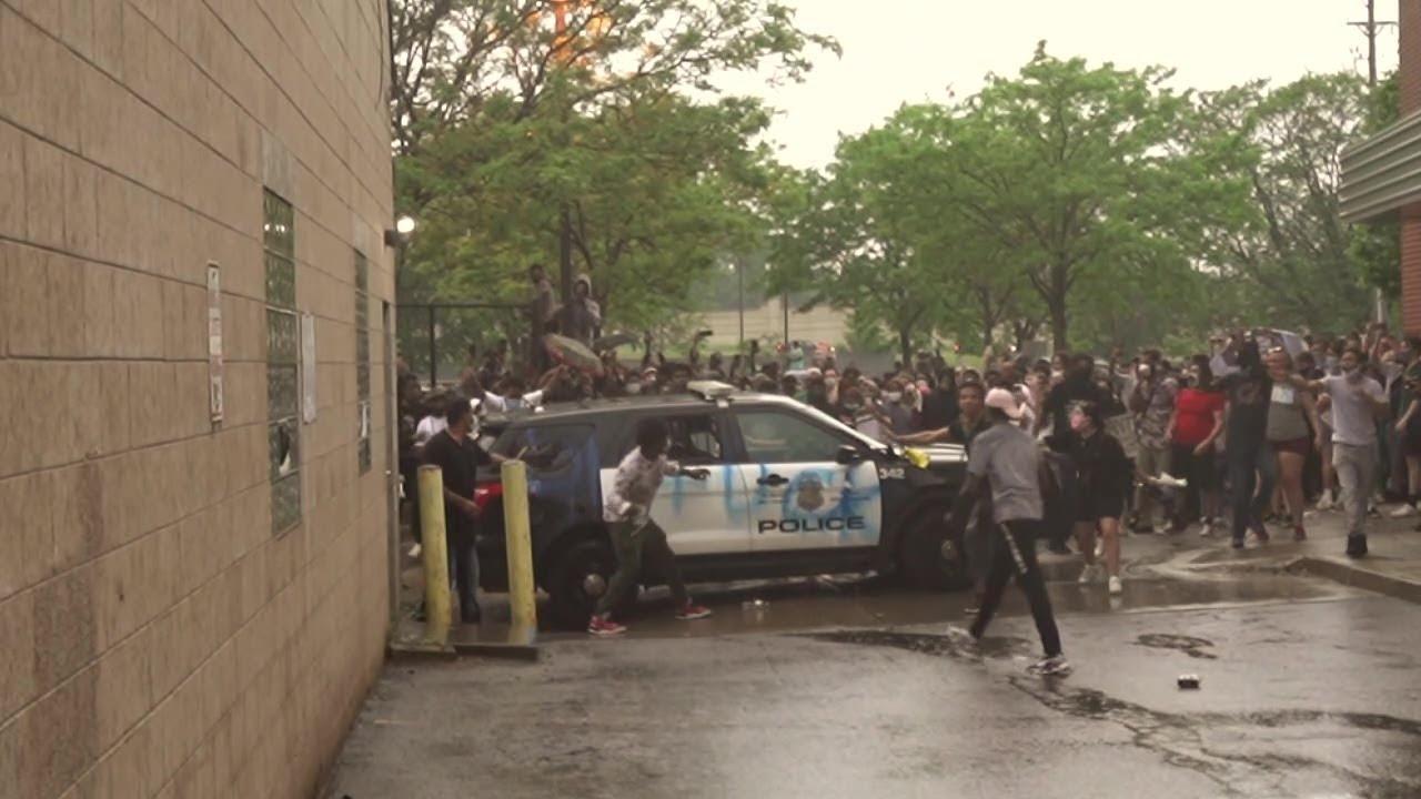 Protesters damage Minneapolis Police Third Precinct following death of George Floyd