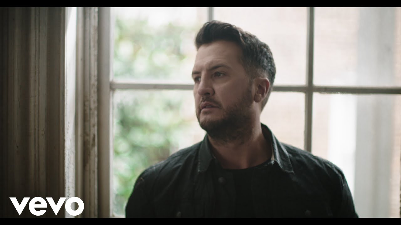 Luke Bryan – Build Me A Daddy (Official Music Video)