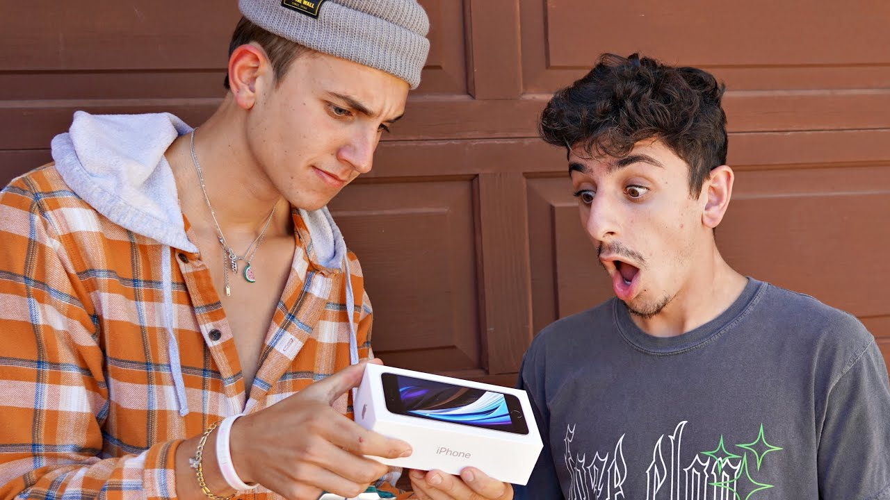 Surprising FaZe Rug with Custom iPhone!? ☎️ ( Giveaway!! )