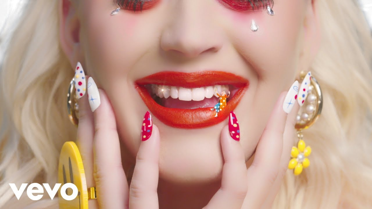 Katy Perry – Smile (Performance Video)