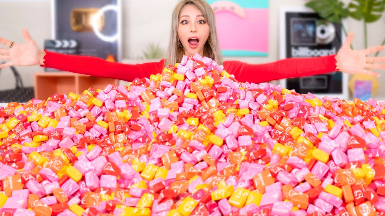 Mixing 10,000 Starburst Candy Into One Giant Starburst!