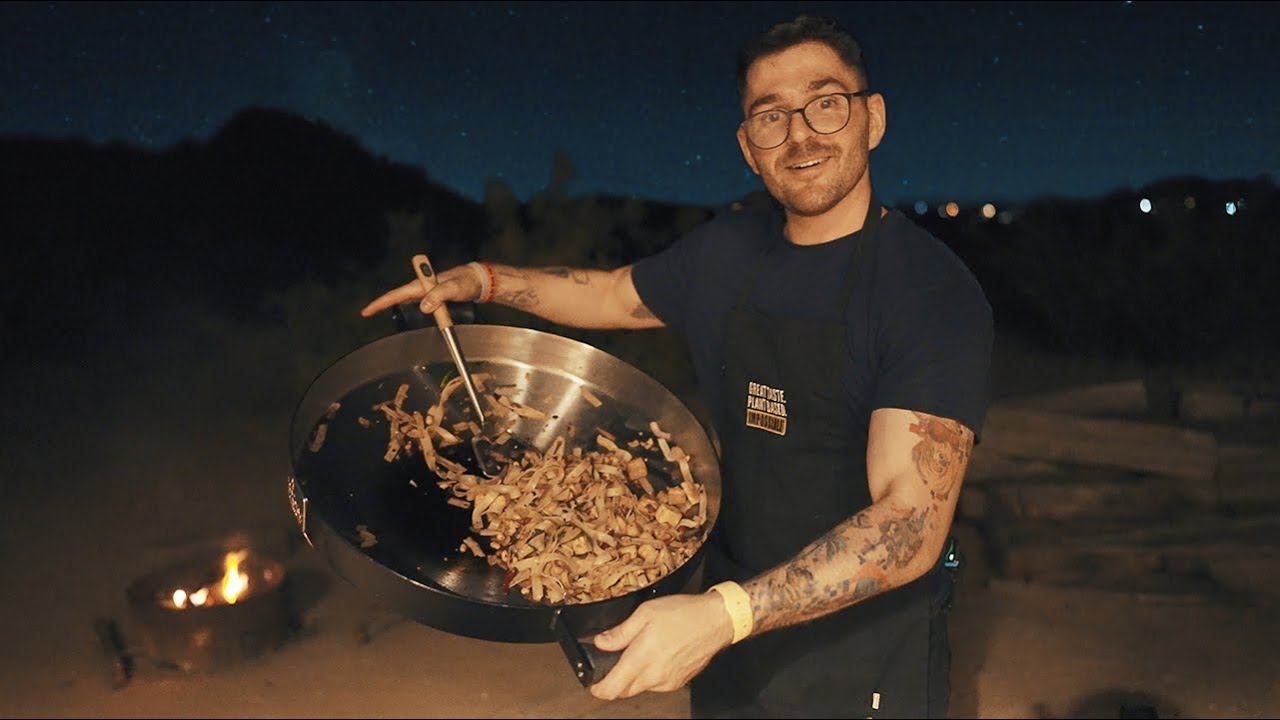 i cooked pad thai in the desert at night (filmed w/ a7siii)
