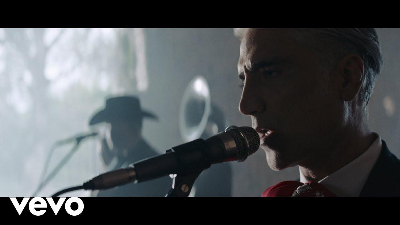 Alejandro Fernández, Calibre 50 – Decepciones (Official Video)