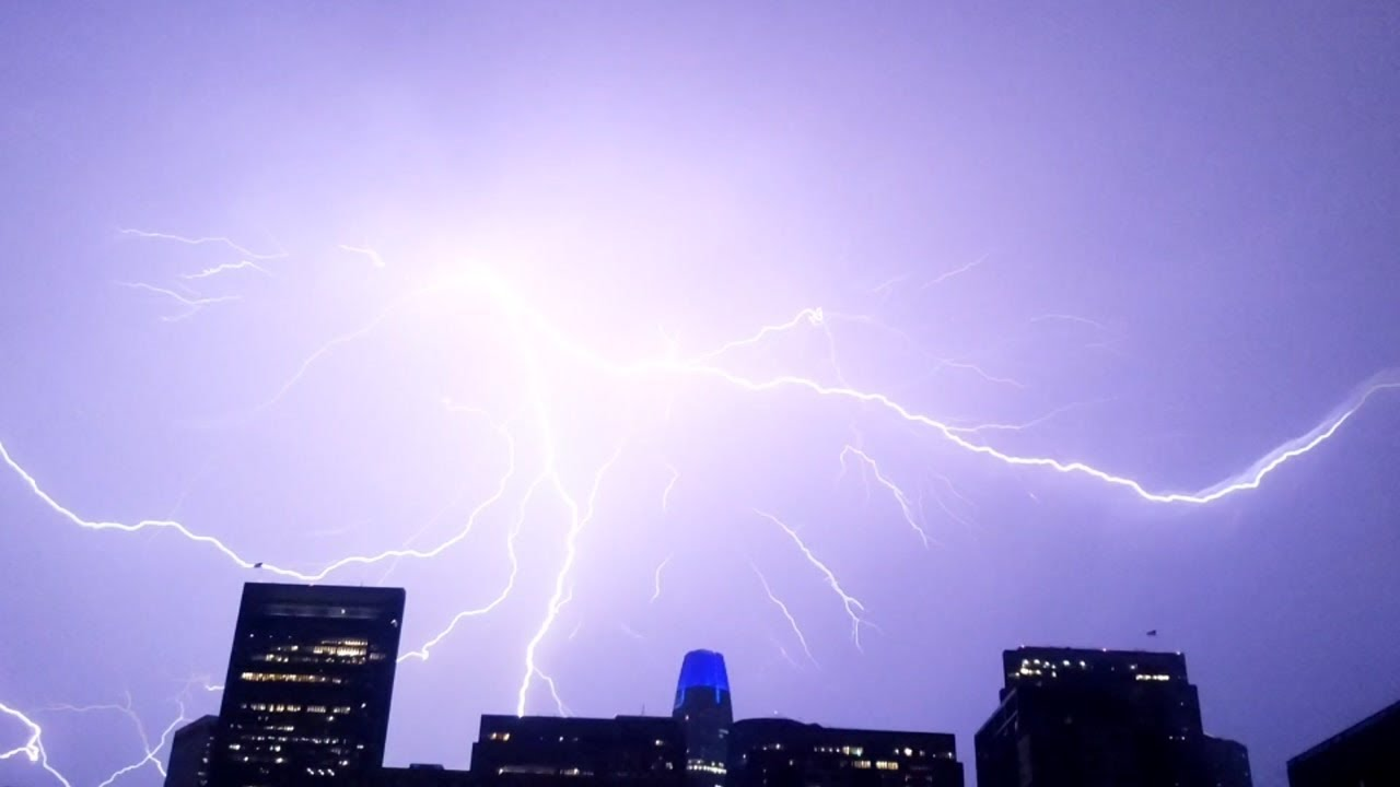 Lightning strikes seen across SF Bay Area during rare thunderstorm