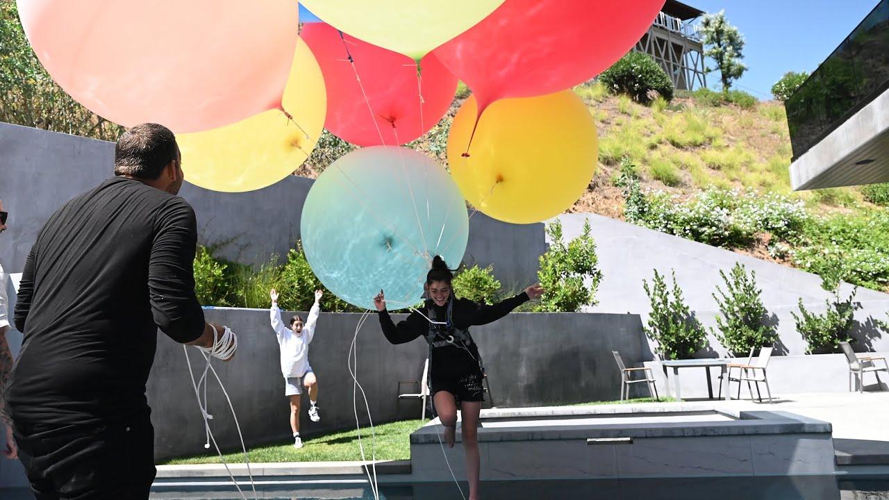 David Blaine ties Dixie to Giant Balloons    The D'Amelios