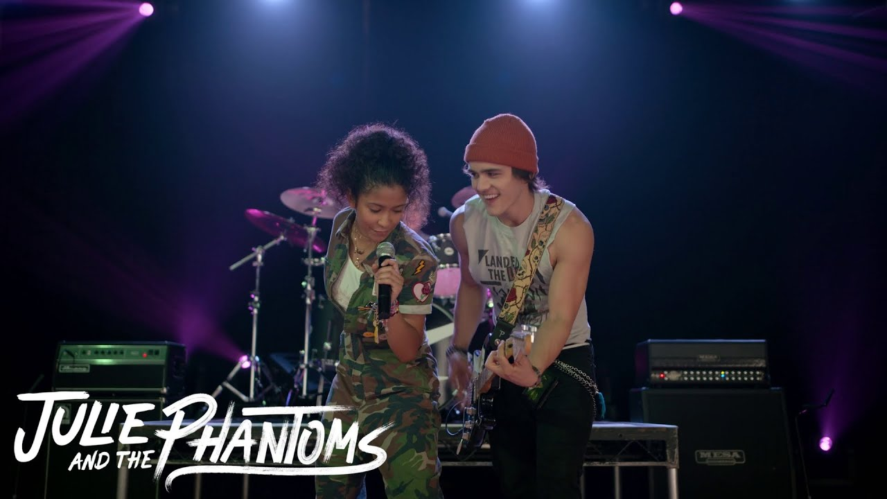 Julie and the Phantoms – Julie sings Bright with the Phantoms (Episode 2)