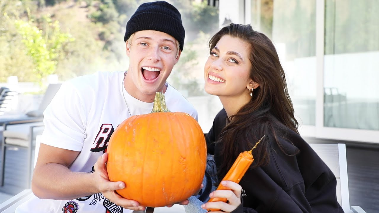 PUMPKIN CARVING WITH AMELIE