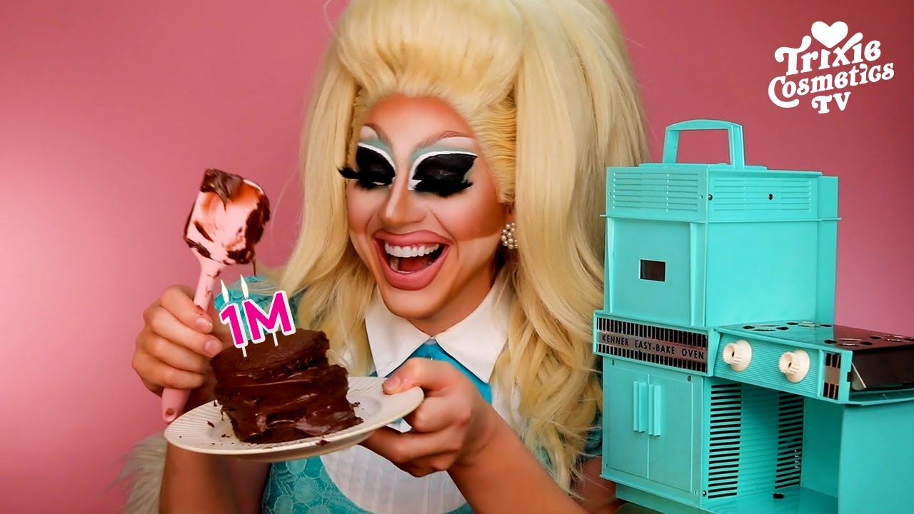 Trixie Bakes A Chocolate Cake In The OG 1963 Easy Bake Oven *FAIL* (One Million Subscribers Video!)