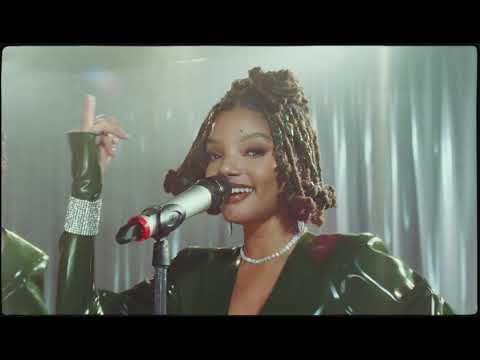 "Chloe x Halle Perform ""Don't Make It Harder On Me"" Live on the Honda Stage"