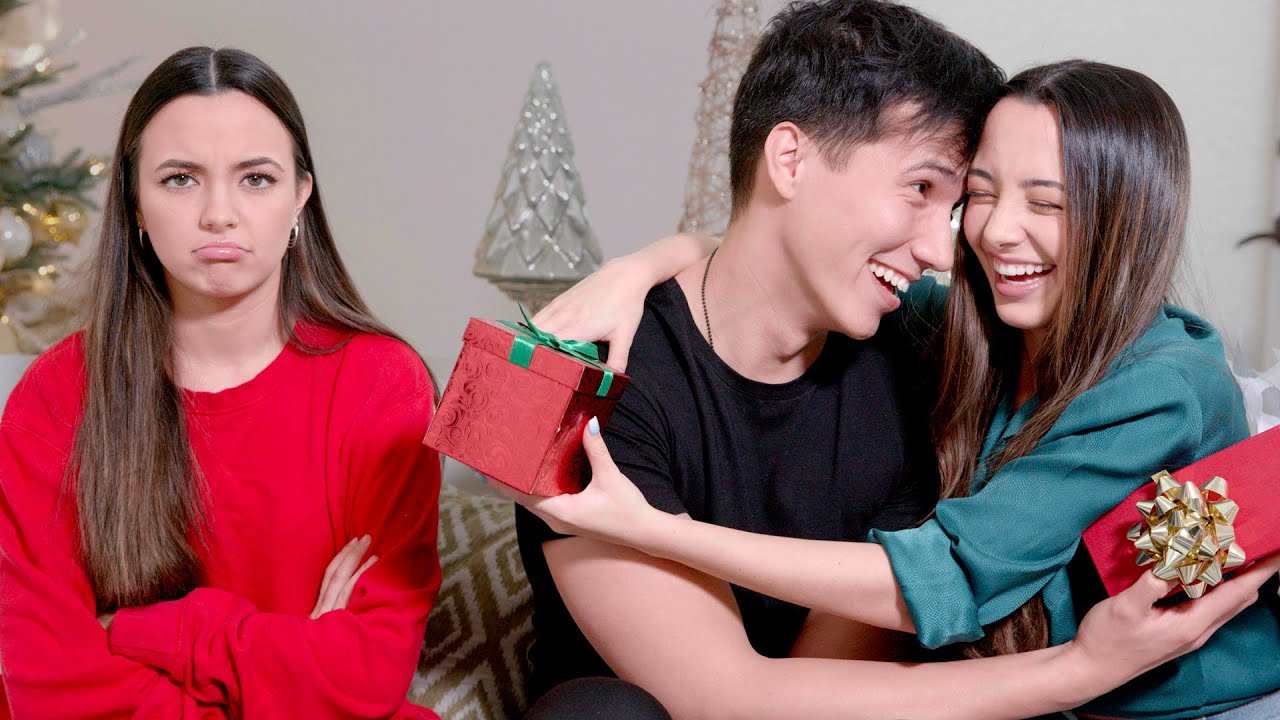 What It's Like To Be A Twin On Christmas – Merrell Twins