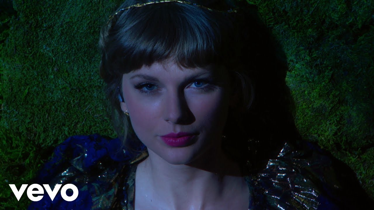 Taylor Swift – cardigan / august / willow (Live From The 63rd GRAMMYs ® / 2021)
