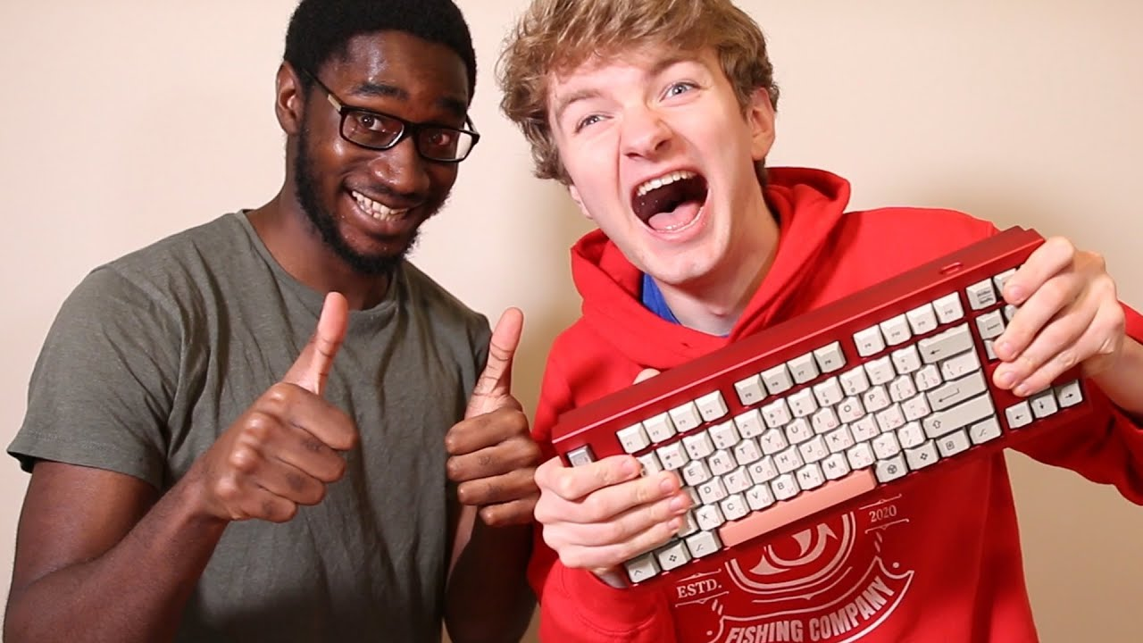 I Surprised TommyInnit With A Custom Keyboard…